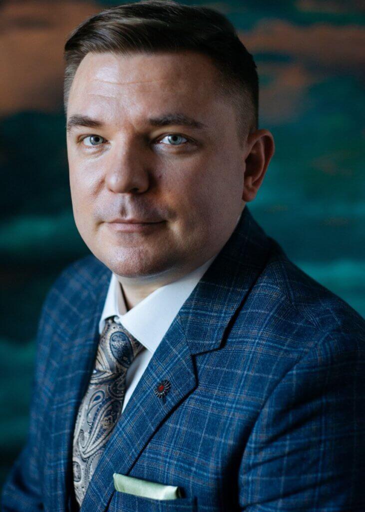 Максим Петров